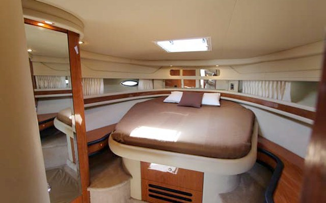 Sea Ray 460 Charter Marbella Puerto Banus Sleeping deck